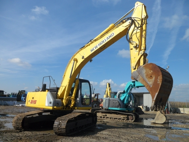 EXCAVATOR  New Holland E215