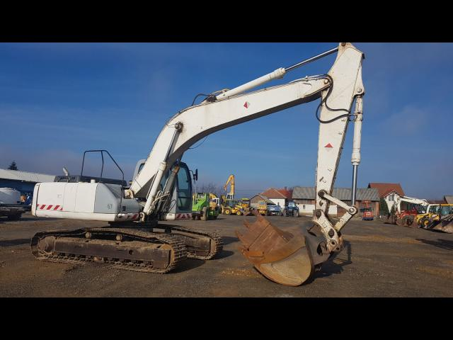 EXCAVATOR New Holland E 265