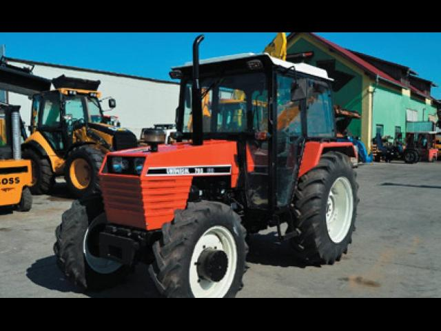 TRACTOR UNIVERSAL703 DTC