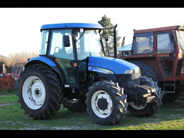 TRACTOR New Holland TD95D