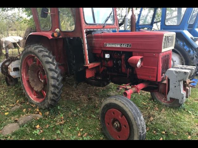 TRACTOR UNIVERSAL 445 L